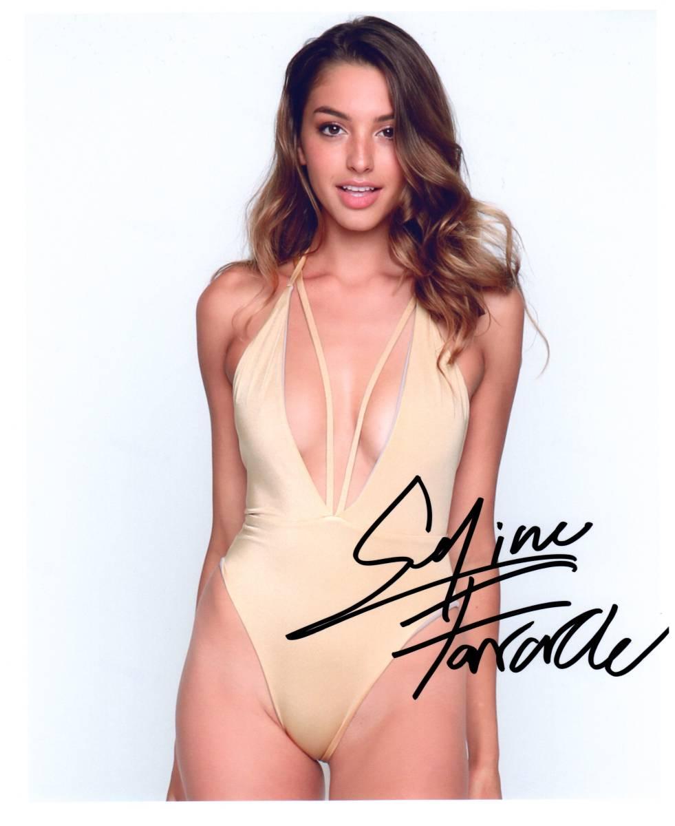☆ セリーヌ・ファラク Celine Farach 直筆サイン入り写真  証明書付き アメリカ モデル 歌手 超人気Instagram