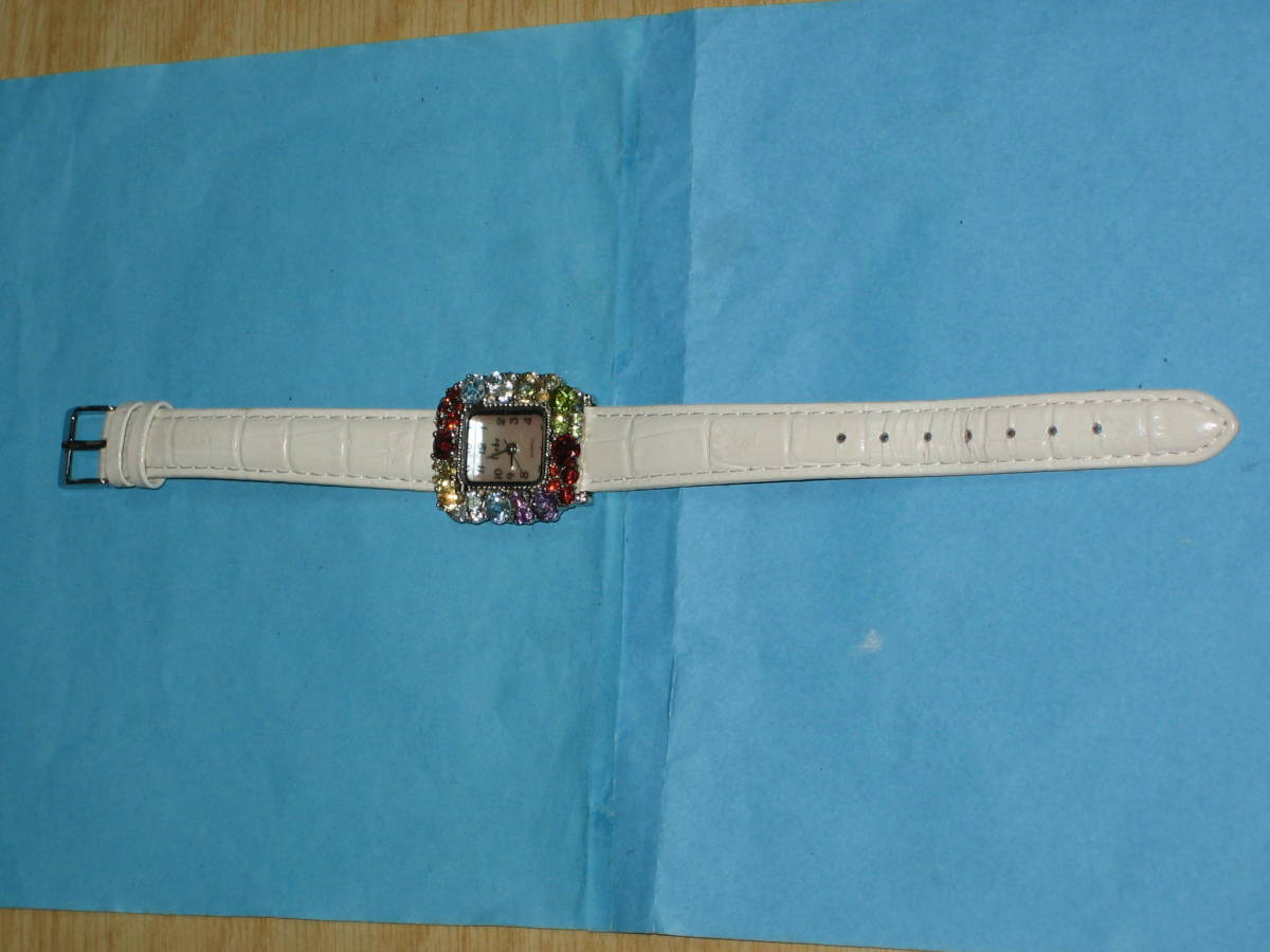 ◆liebe(リエベ) レディース腕時計 白ベルト 動作品◆_画像4