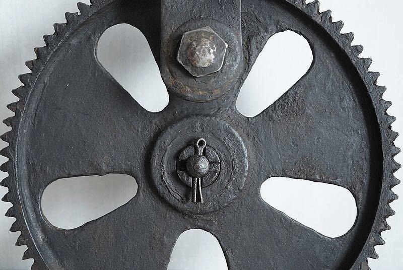 【古い鉄の歯車・大型 ビンテージ 古道具 オブジェ】アンティーク ブロカント 工業系 インダストリアル インテリア レトロ シャビー DIYに_画像9