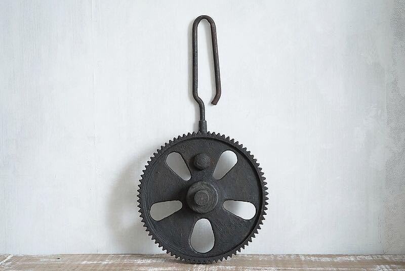【古い鉄の歯車・大型 ビンテージ 古道具 オブジェ】アンティーク ブロカント 工業系 インダストリアル インテリア レトロ シャビー DIYに