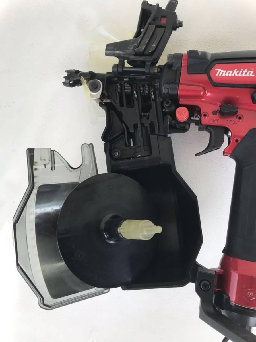 マキタ [makita] 高圧エア釘打 AN533H 50mm N釘 CN釘 コンパクト 赤 レッド 1.18~2.26MPa エアダスタ付 エア工具 DIY /美品_画像4