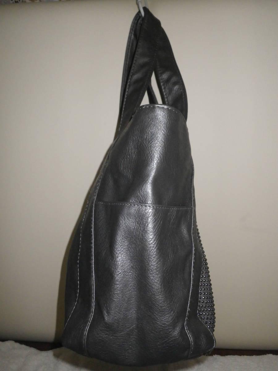 39【中古美品】トートバッグ 鋲がワンポイント 丁度良い大きさ♪ 出し入れしやすいワイド口 グレ― レターパックライト利用可_別サイドから