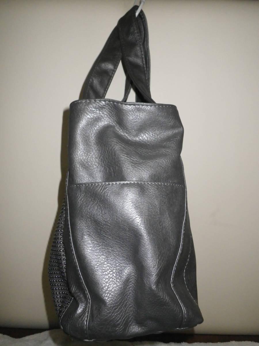 39【中古美品】トートバッグ 鋲がワンポイント 丁度良い大きさ♪ 出し入れしやすいワイド口 グレ― レターパックライト利用可_サイドから