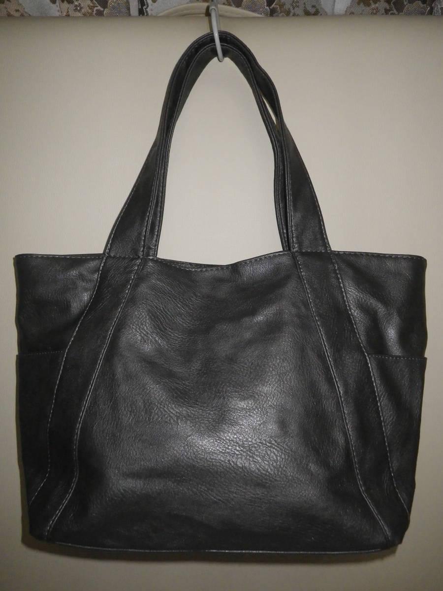 39【中古美品】トートバッグ 鋲がワンポイント 丁度良い大きさ♪ 出し入れしやすいワイド口 グレ― レターパックライト利用可_後ろから