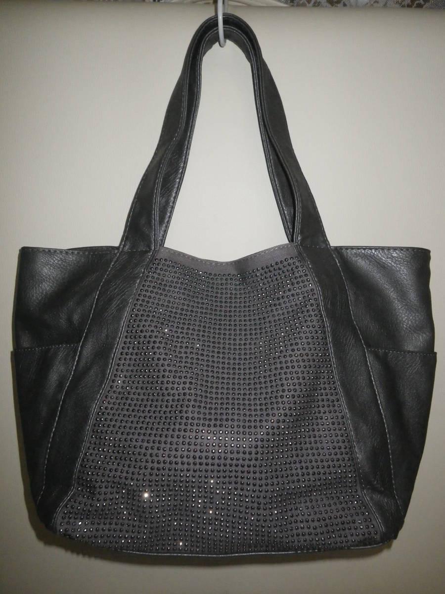 39【中古美品】トートバッグ 鋲がワンポイント 丁度良い大きさ♪ 出し入れしやすいワイド口 グレ― レターパックライト利用可_正面から