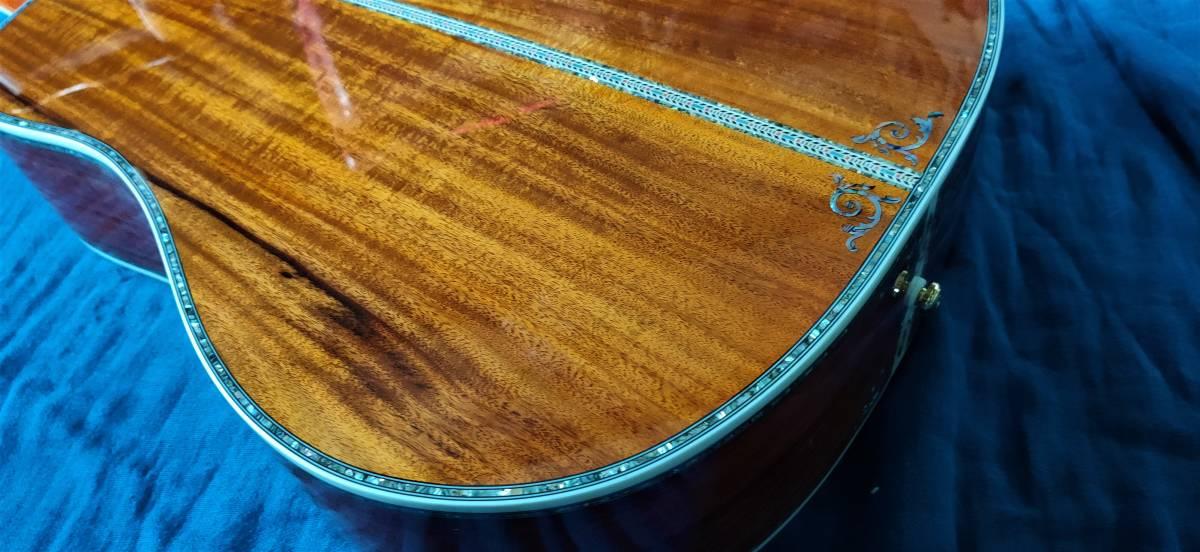 送料無料!豪華絢爛、希少品!色目、杢目の素晴らしい表裏総単板コア材の装飾フォークギターです!_画像10