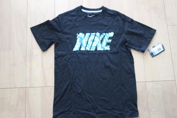 新品 ナイキ 黒Tシャツ 150 NIKE
