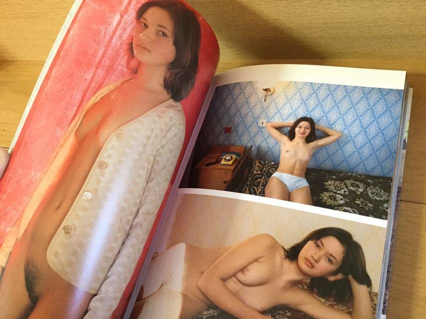廃盤稀少品 ヘアヌード写真集 「東欧美少女61人 裸のファイル」 全158ページ オールカラー 美中古 中村昇氏撮影_画像2