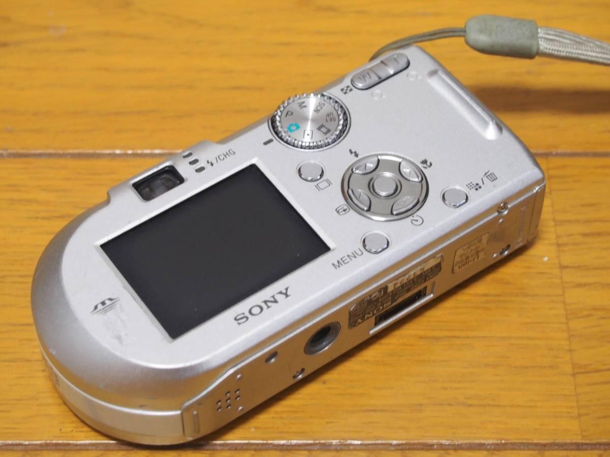 可動ジャンク SONY CyberShot DSC-P100 500万画素 512MB メモリースティック付き 付属品有_画像3
