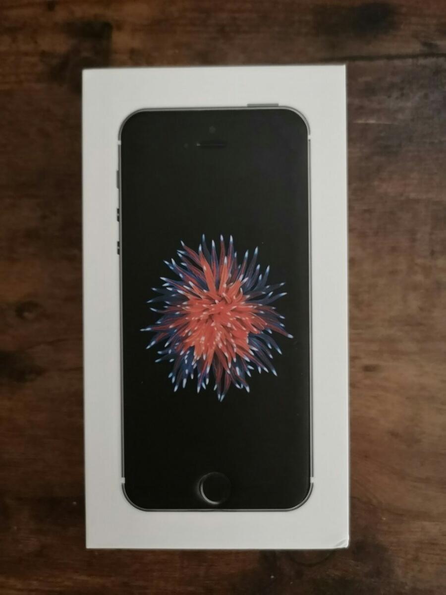 送料無料 新品・未使用 動作確認済み iPhone SE SIMフリー スペースグレー 64GB A1723 保護フィルム ケース付き