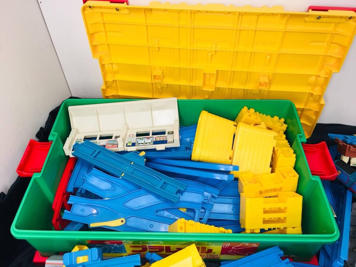 ▽ 23 プラレール☆ トミカ☆ まとめて ジャンク品 車両 レール おもちゃ 大量 トーマス 自動車 新幹線 電車 起動未チェック 160_画像8
