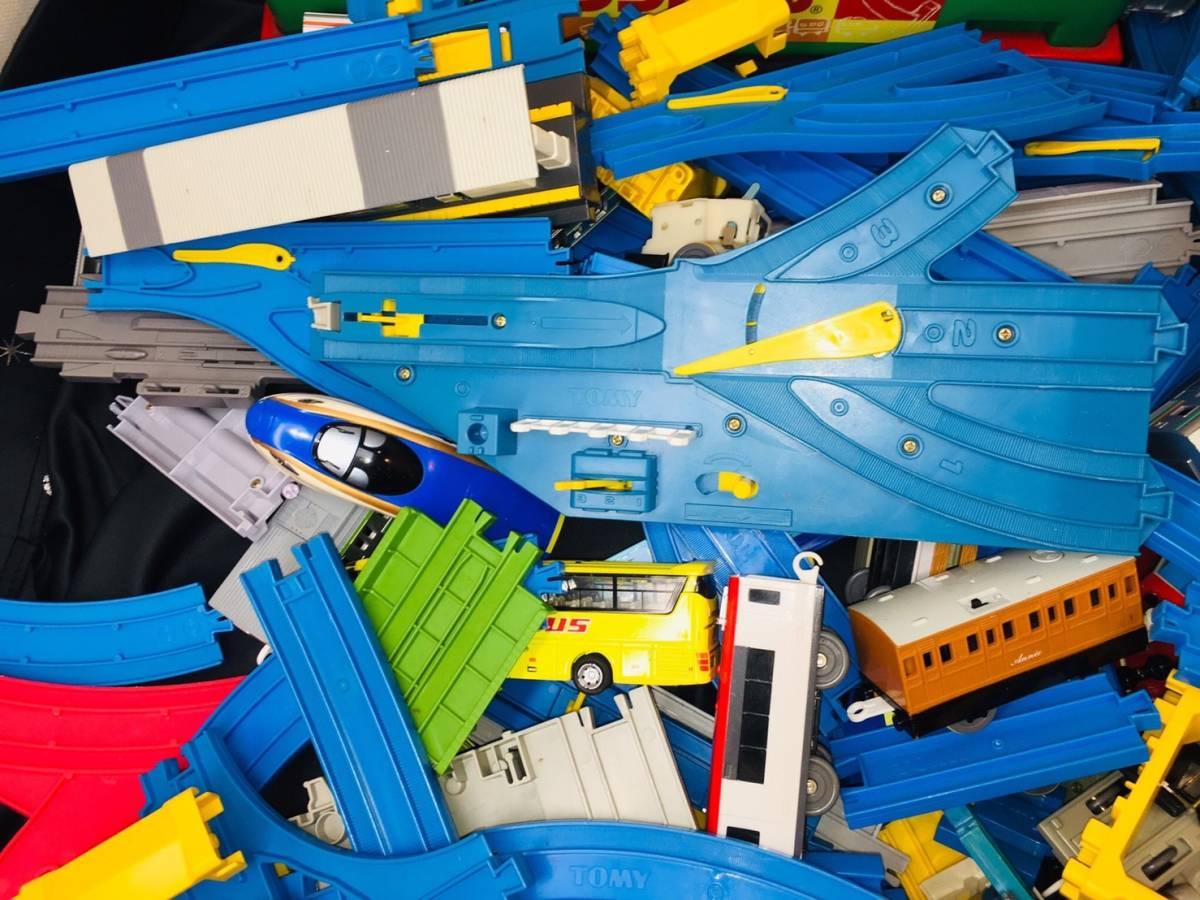 ▽ 23 プラレール☆ トミカ☆ まとめて ジャンク品 車両 レール おもちゃ 大量 トーマス 自動車 新幹線 電車 起動未チェック 160_画像6