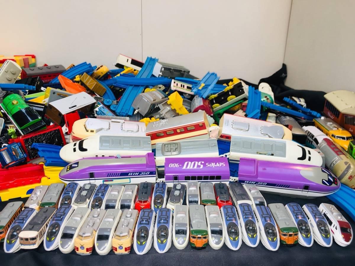 ▽ 23 プラレール☆ トミカ☆ まとめて ジャンク品 車両 レール おもちゃ 大量 トーマス 自動車 新幹線 電車 起動未チェック 160_画像2