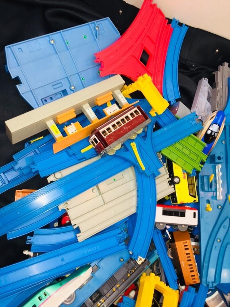 ▽ 23 プラレール☆ トミカ☆ まとめて ジャンク品 車両 レール おもちゃ 大量 トーマス 自動車 新幹線 電車 起動未チェック 160_画像5
