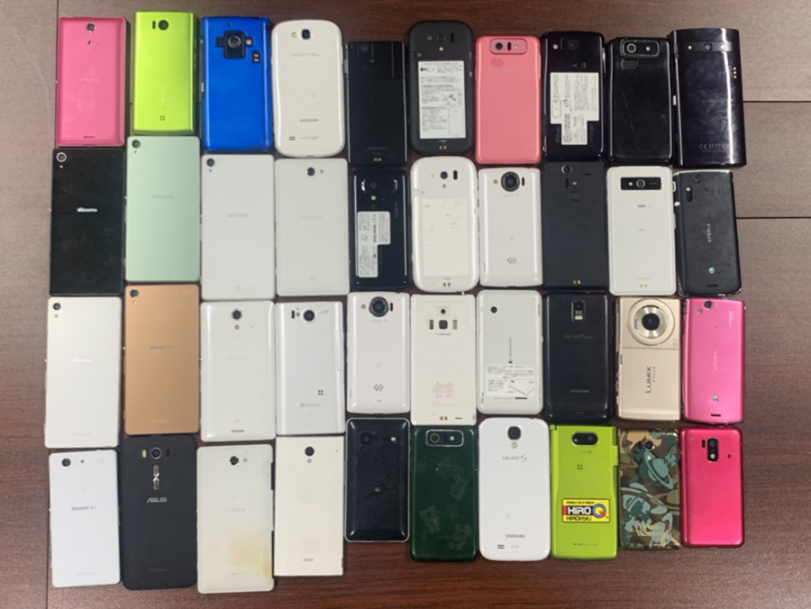 docomo Softbank au等 スマートフォンiPhone アンドロイド 68台セット まとめ売り ジャンク_画像4