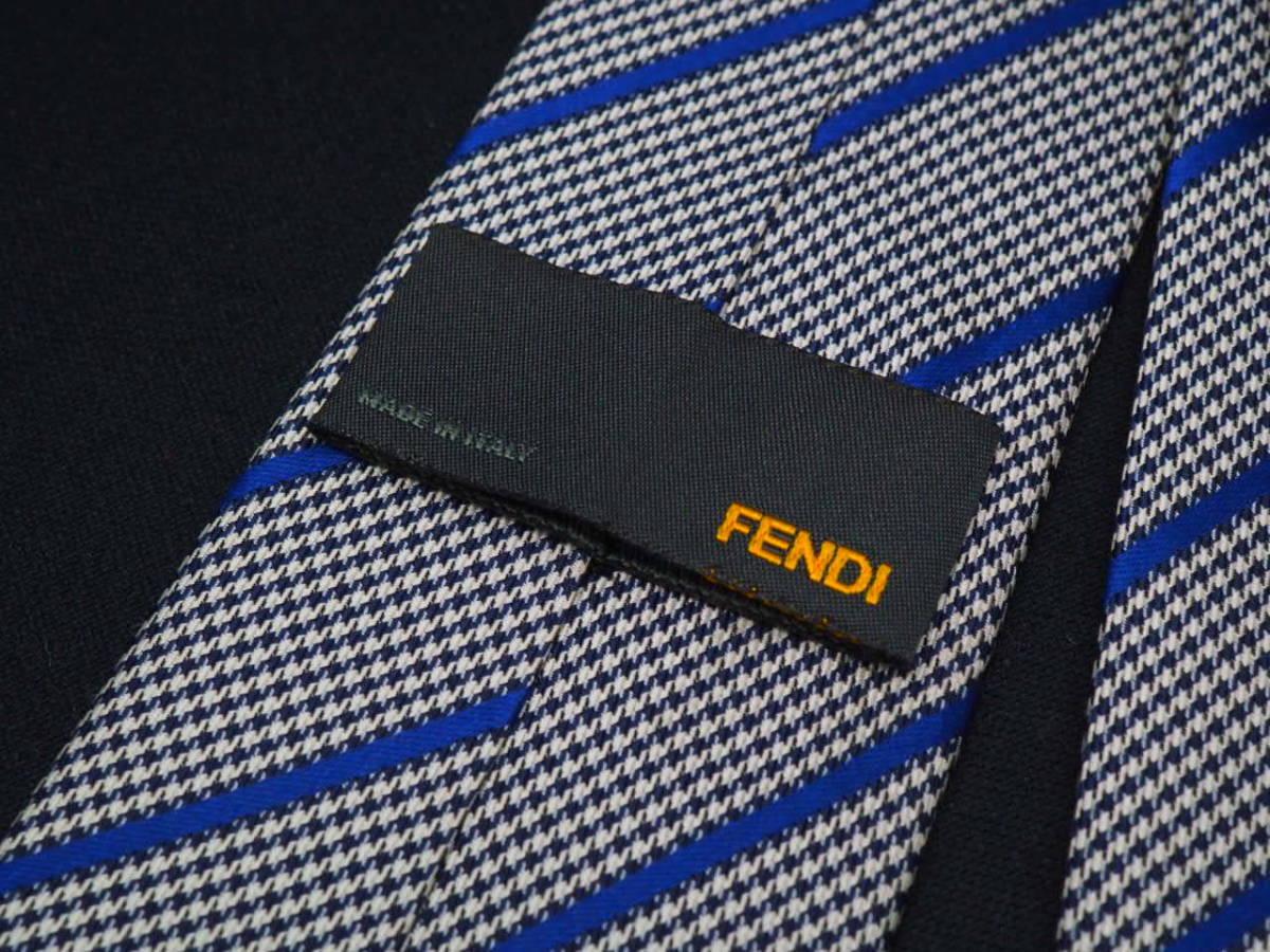 美品【FENDI】フェンディ ITALY イタリア製 ホワイト ブラック ブルー 千鳥格子 ストライプ柄 USED オールド ブランドネクタイ_画像4