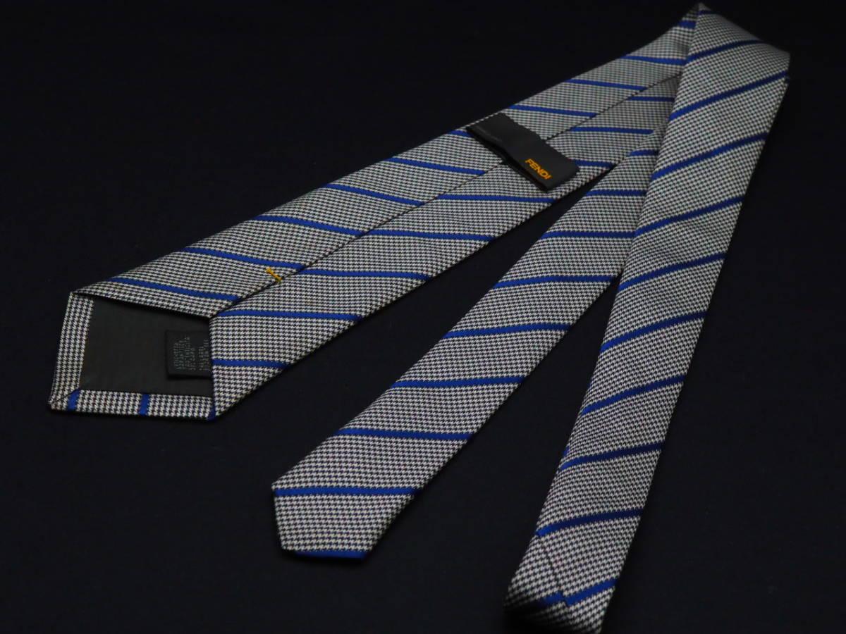 美品【FENDI】フェンディ ITALY イタリア製 ホワイト ブラック ブルー 千鳥格子 ストライプ柄 USED オールド ブランドネクタイ_画像3