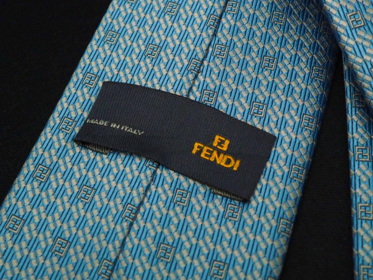 美品【FENDI】フェンディ ITALY イタリア製 アイスブルー ホワイト FFロゴ総柄 USED オールド ブランドネクタイ SILK100% シルク_画像4