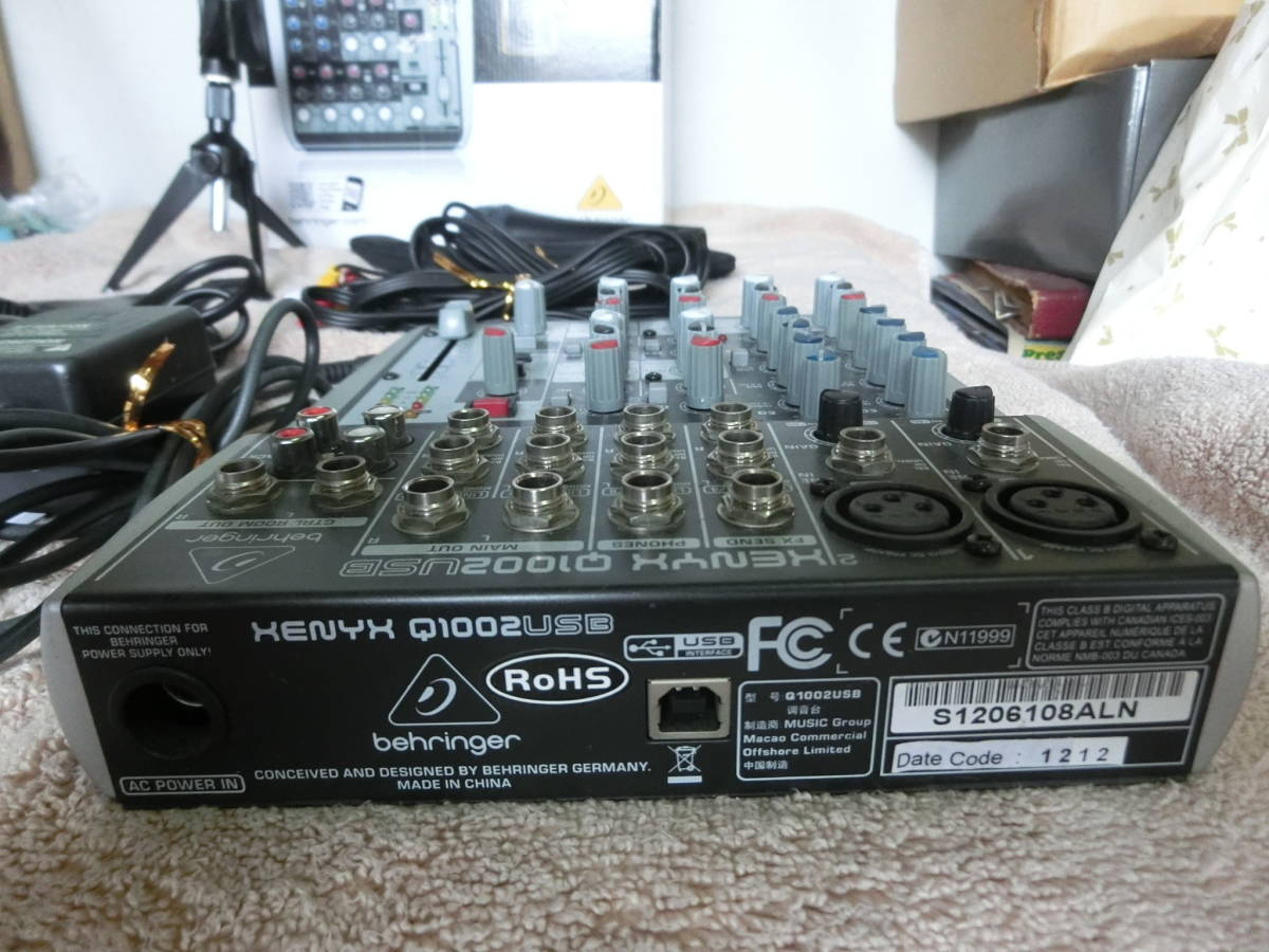 BEHRINGER ベリンガー アナログミキサー XENYX Q1002 USB マイク、マイクスタンド、取説付 ☆ 中古品_画像9
