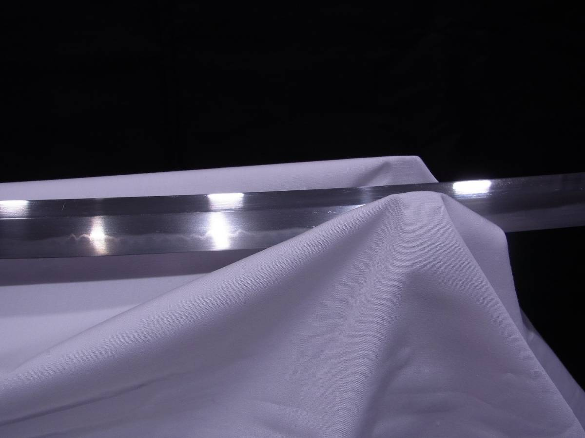 斬鉄剣! 初代『 小林康宏 』刀匠の打った大変希少な『高輪打ち』そして更に希少な『 太刀 』 刃長73cm 反り2.0cm_画像3