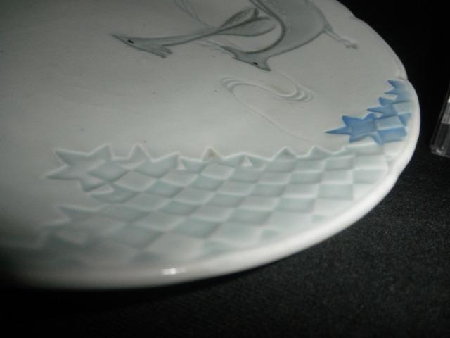 @@ 昭和レトロ 鹿 鹿の絵図 青磁 青白磁 皿 皿立て付 アンティーク コレクション インテリア 雑貨 その他 陽刻紋様 _画像3