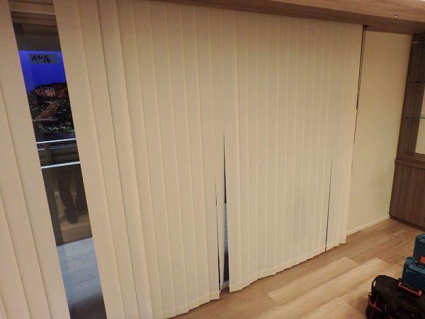 ANEK18 展示品 TOSO ブラインド カーテン 遮光 取付金具付き W2100 H2200