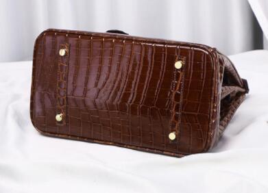 213212レディース ショルダーバッグ ハンドバッグ バッグ 2way 本革 レザー 人気 素敵 気質よい 大容量 通勤 出張 旅行 高級感 _画像3