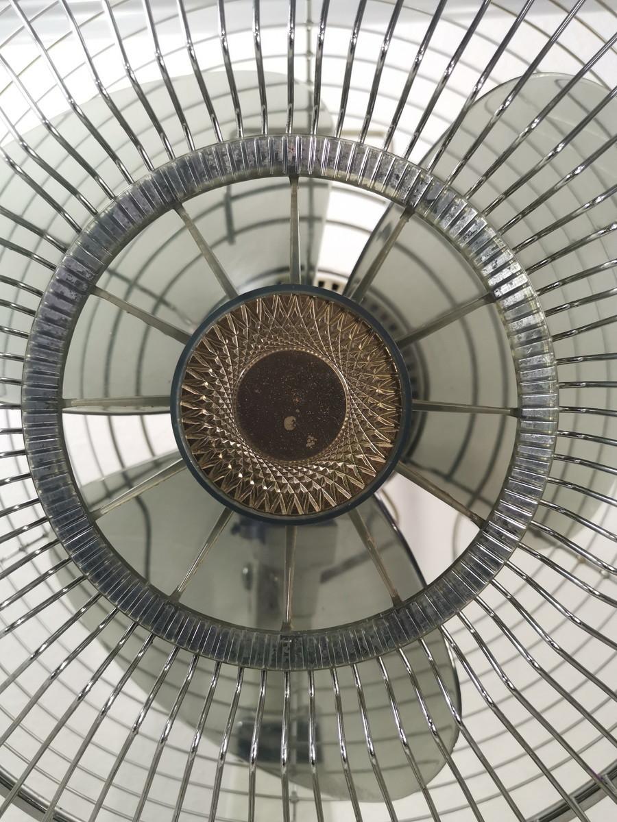 8187【動作品】NEC 新日本電気 扇風機 レトロ アンティーク 黒 NF-30WX(首振り機能NG) _画像2