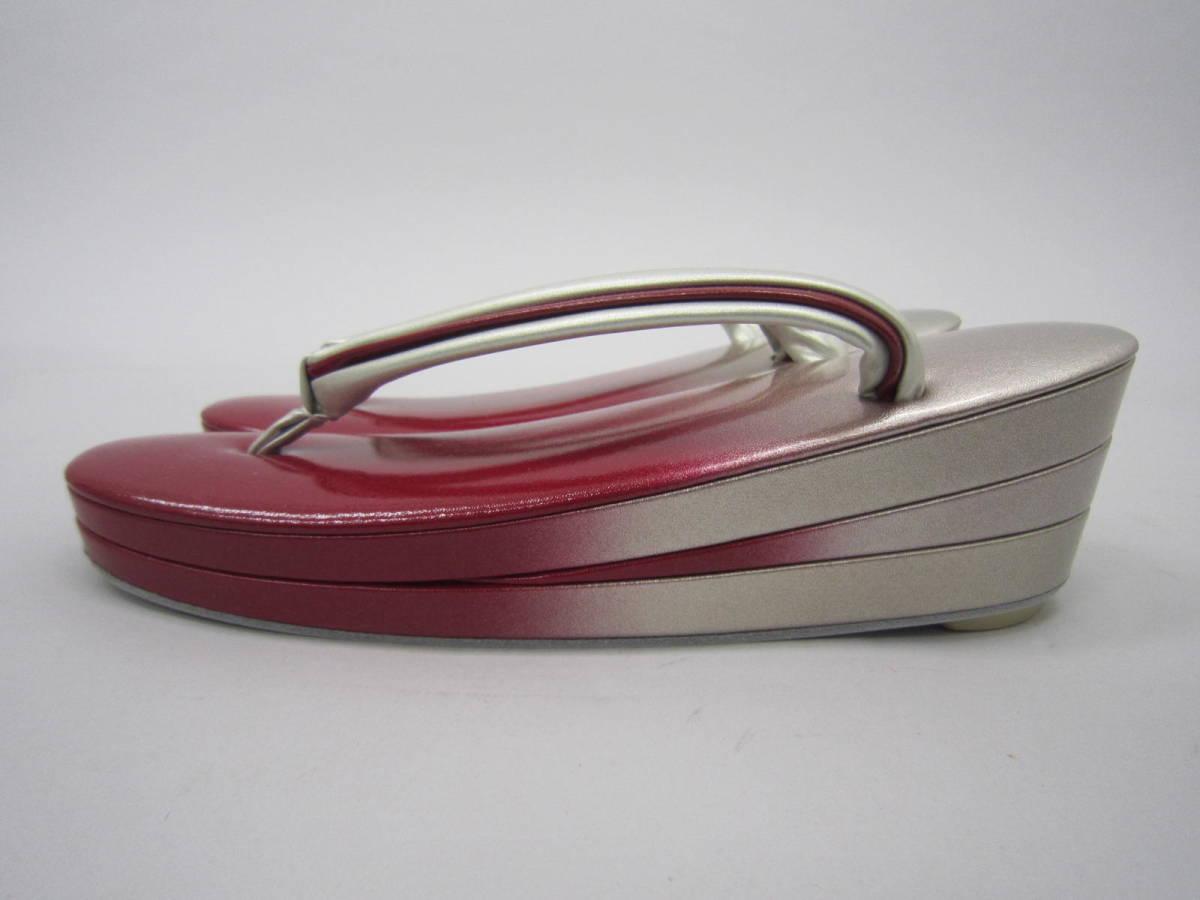 新品!日本製・送料無料・エナメル加工草履(赤色・銀色)(336)M寸(振袖に最適)_画像2