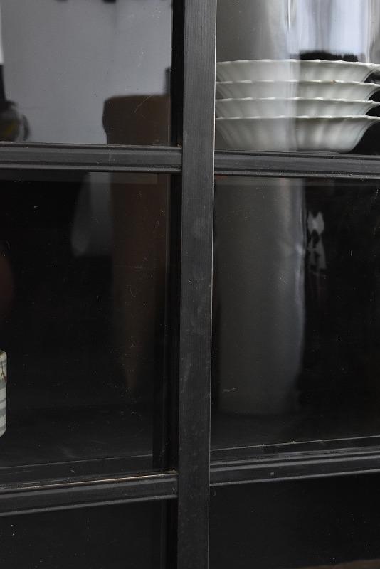 【ゆらゆらガラスの渋い黒食器棚】 /本箱/本棚/収納棚/水屋/ガラスケース/アンティーク/昭和レトロ/什器/展示_画像3