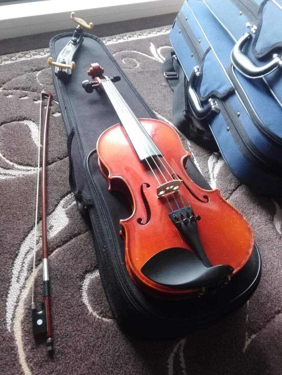 バイオリン valente vn-30 子供用 分数 1/4 中古 肩当て セット 即決はカーボン弓つけます