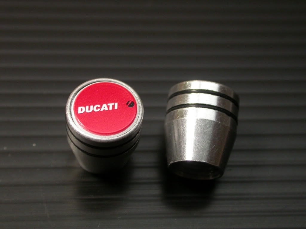 ドゥカティ DUCATI エンブレム エアーバルブキャップ エアバルブキャップ ムルティストラーダ 1000DS 1000sDS 1100S 1098 1098S