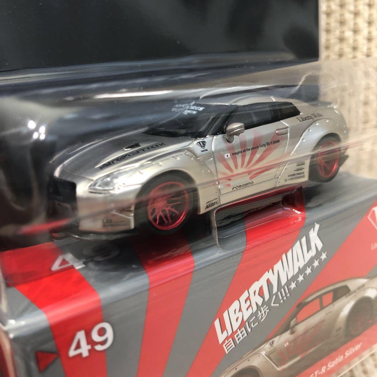 2台セット TSM MINI GT 1/64 リバティーウォーク ニッサン GT-R R35 Type1 Rear wing Ver.1 LB WORKS 限定 ホワイト と サテンシルバー 銀_画像6