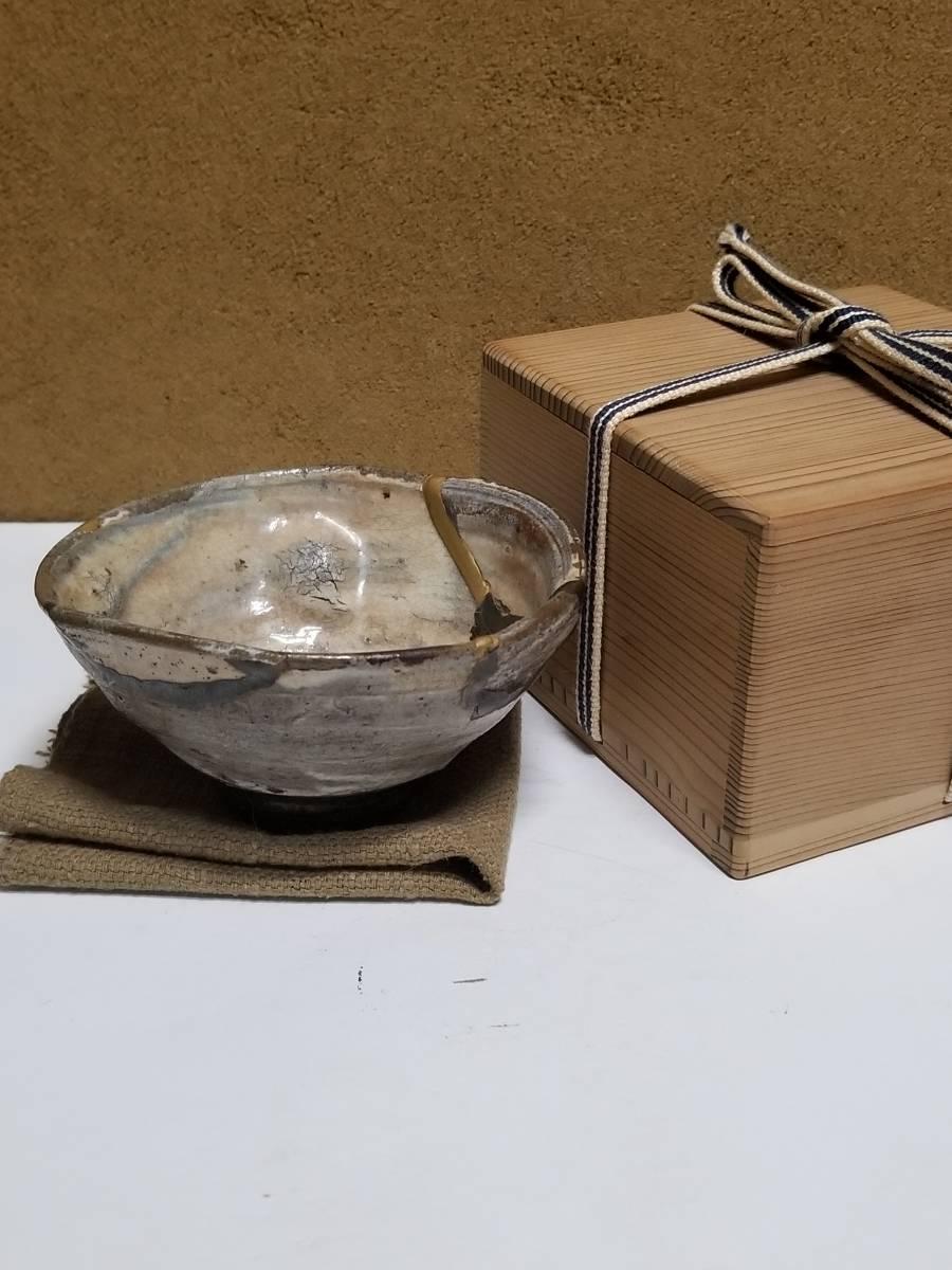 【哲】 特別出品:稀有なサイズと深さの李朝鶏龍山刷毛目盃(李朝前期)