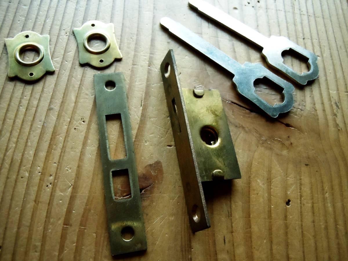 *即決*真鍮の小さな鎌錠*古道具*襖鍵*デッドストック*DIY*希少**_画像はサンプルです。同等品を送ります。