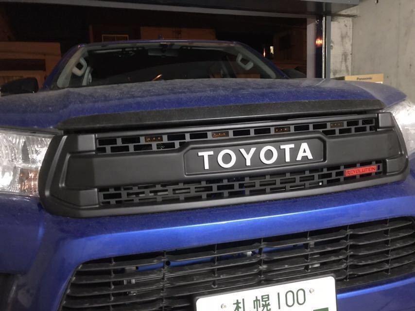 新品 ハイラックス 新型 gun125 フロントブラックグリル ホワイトロゴ 4LEDライト 2個出品_画像2