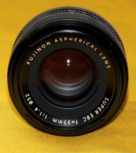 ★一発即決★FUJIFILM★XF 35mm F1.4 R★点検済★高画質★最新ファームウェア★ミラーレス★_レンズ中央の点は、撮影時のフラッシュの光