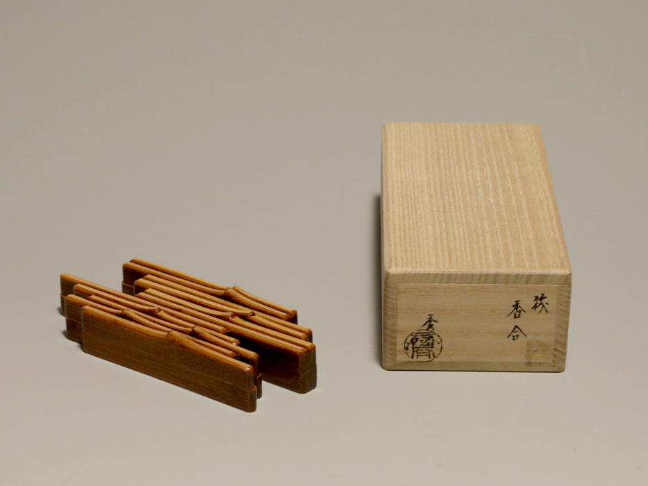 谷秀斎(造)天然木 筏(いかだ)香合 共箱 茶道具 漆工芸 漆芸 木製漆器 美品 香道具 現代工芸 木工芸 b6046k _画像2