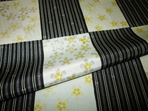 【京わぎれ】正絹 長襦袢はぎれ 市松取に桜 黒系 替え袖用2.2m②_画像4