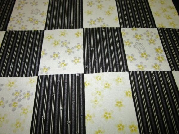 【京わぎれ】正絹 長襦袢はぎれ 市松取に桜 黒系 替え袖用2.2m②_画像2
