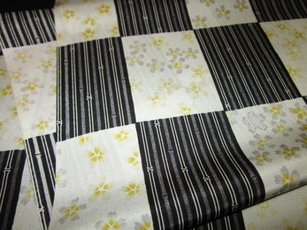 【京わぎれ】正絹 長襦袢はぎれ 市松取に桜 黒系 替え袖用2.2m②_画像3