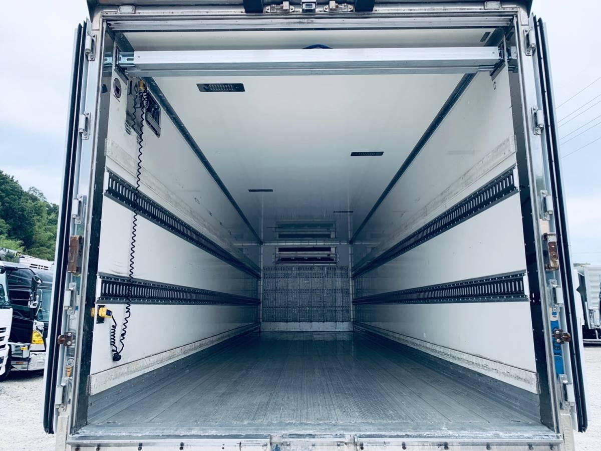 「4軸低床パワーゲート付冷蔵冷凍車」の画像3