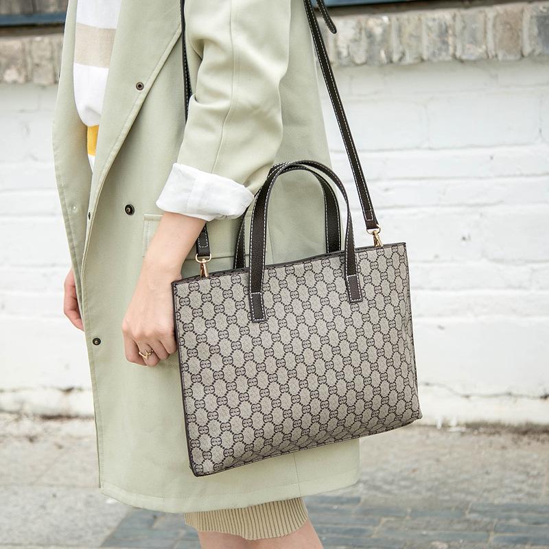 極上品 通勤バッグ【超高級定価48万円】 100%高品質 大容量  ショルダーバッグ ビジネスバック _画像4