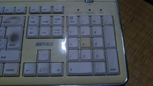 【PC周辺機器】 キーボード バッファロー BUFFALO USB 接続 BKBU-AJ106/WH2 動作確認済み 焼け有り_画像2
