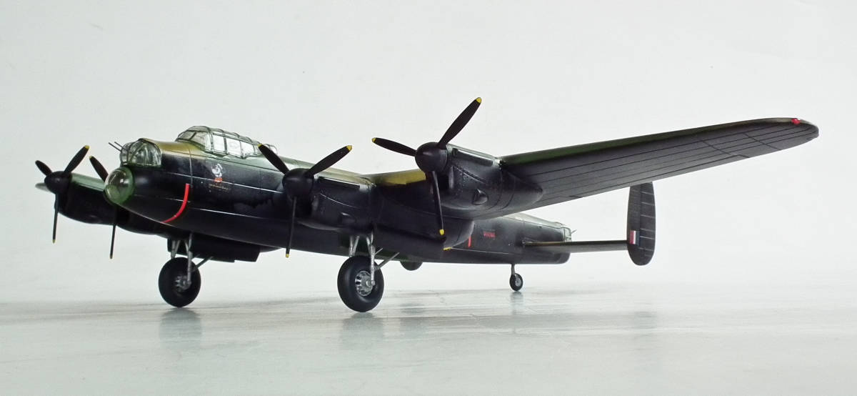 1/96 英 アブロ・ランカスター B1重爆撃機 106戦隊長機 完成品