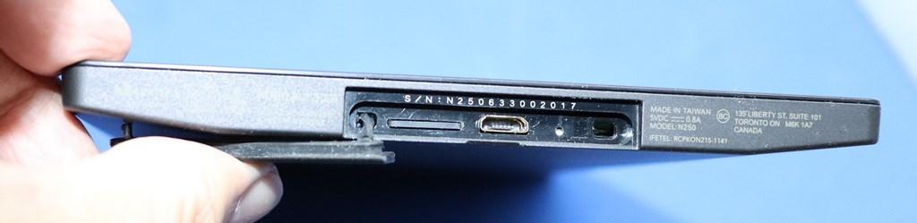 MicroUSBポート、MicroSDスロット