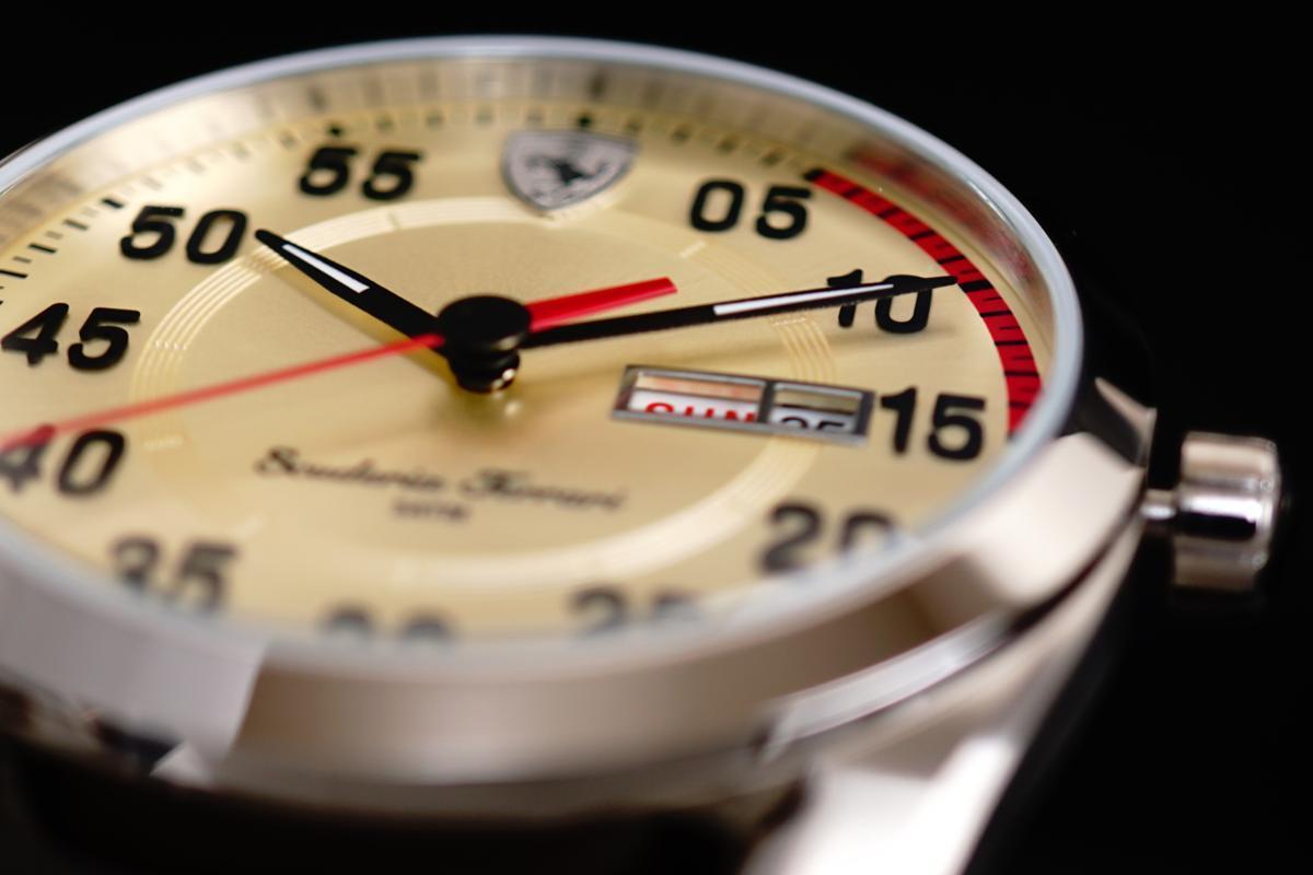 1円×2本 イタリア ITALY 直輸入FERRARIフェラーリ公式 ウォッチ 腕時計 50m防水 ブラウンレザーベルト 日本未発売 付属品完備 新品未使用_画像8