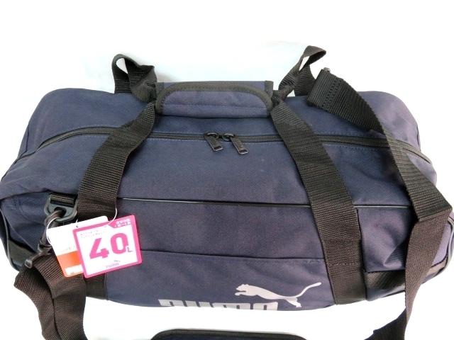 1 プーマ PUMA ボストンバッグ スポーツバッグ ブランド ネイビー ブラック ショルダー付 59cm 40L メンズ ボーイズ 旅行 人気 ジム_画像2