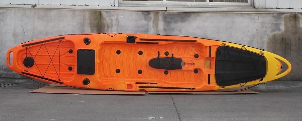 「☆足漕ぎタイプのフィッシングカヤック(プロペラ式)13ft (397cm)☆イエロー×オレンジ☆在庫は1艇のみです☆お渡しは9月上旬になります☆」の画像1