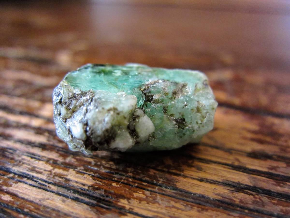 外国産鉱物標本 エメラルド(emerald、ベリル(緑柱石)の一種)ロシア ウラル山脈 マリシェボ産_画像2
